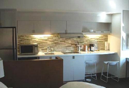 Подсветка функциональных зон кухни