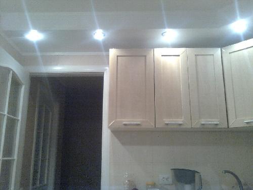 Подсветка в потолке