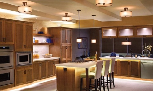 Кухня со сбалансированым освещением