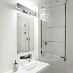 Светильник над зеркалом в ванной