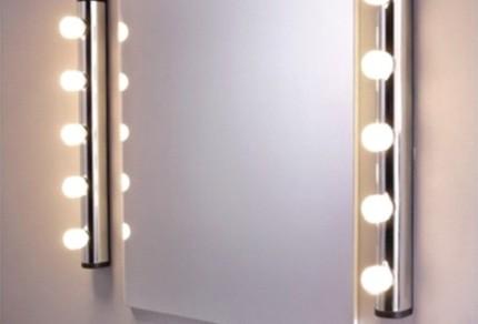 светильники над зеркалом в ванной