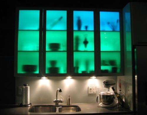 Подсветка внутри шкафов на кухне