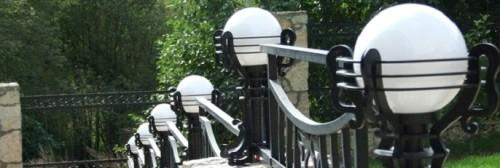 Забор со светильниками