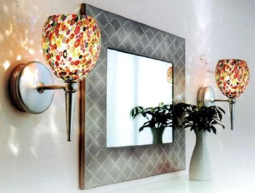 Настенные светильники возле зеркала
