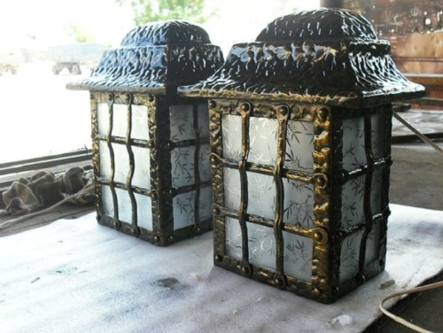 Вариант кованного фонаря