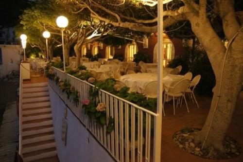 Светильники у ресторана