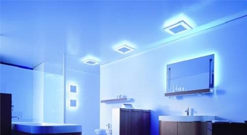 Настенные светильники в комнате