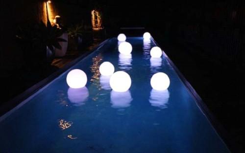 Лампы в бассейне