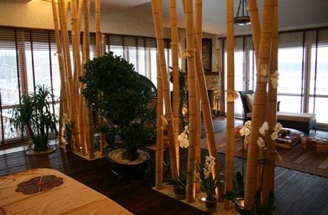 Комната с элементами из бамбука