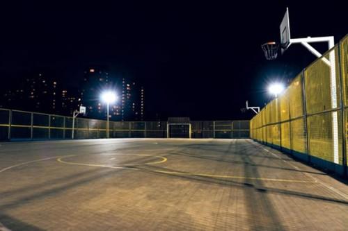 Ночное освещение спортивной площадки