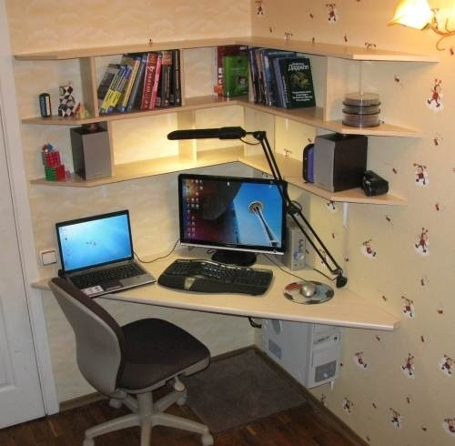 Освещение компьютерного стола