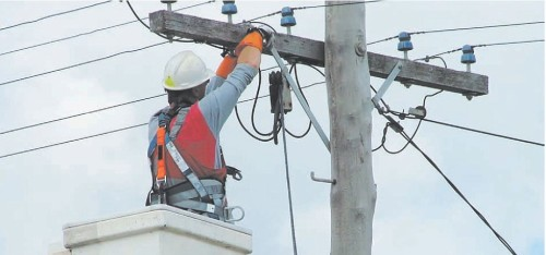 Крепление кабелей на столбы