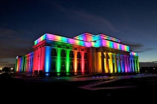 Декоративный вариант подсветки фасада зданий