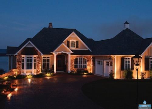 Вариант напольного типа подсветки здания