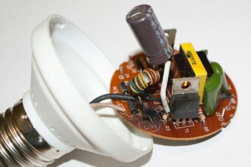 Внутренне устройство энергосберегающей лампы