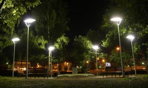 Осветительные фонари в парке
