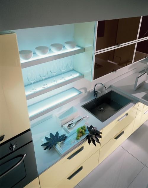 Полки-бра как функциональное дополнения на кухне