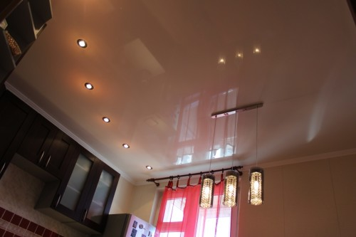 Размещение точечных светильников на потолке
