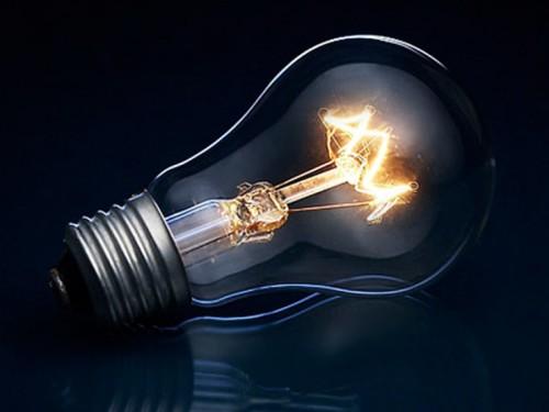 Свет от лампы накаливания в темноте