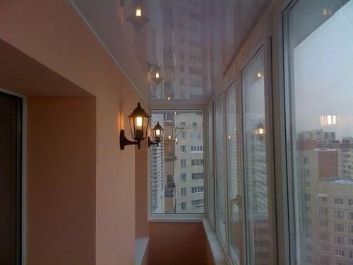 Применение Французских фонариков на балконе