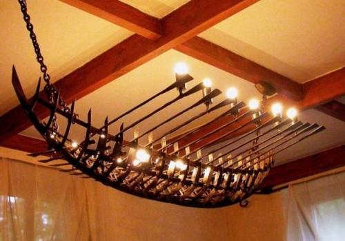 Подвесной вариант люстры-галеры для помещения