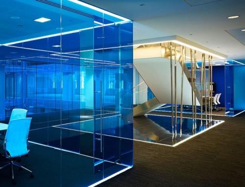 Подсветка плинтусов на полу и потолке светодиодными лентами