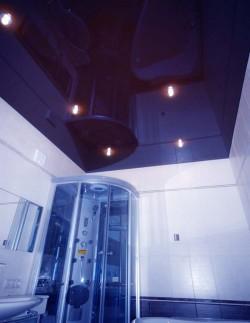 Освещение потолка в ванной с точечным освещением