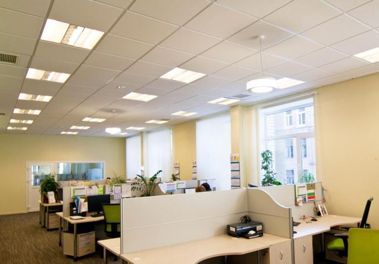 Вариант освещения офисного помещения