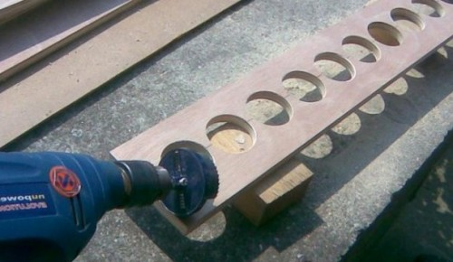 Фанера с отверстиями для установки баночных труб