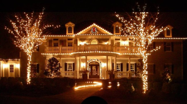 Пример подсветки дорожек у дома