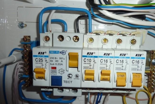 Электрощитовая и выключатели