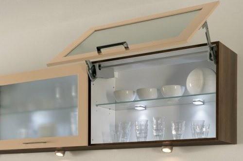 Подсветка полочек в кухонном шкафчике