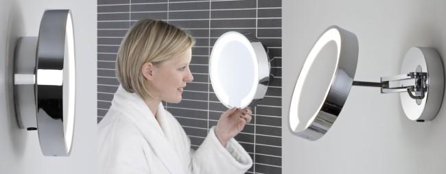 Применение зеркал со встроенными светильниками