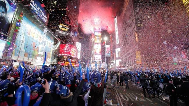 Уличная новогодняя подсветка