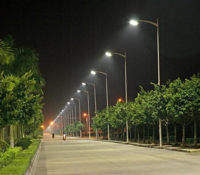 Ксеноновое освещение улицы