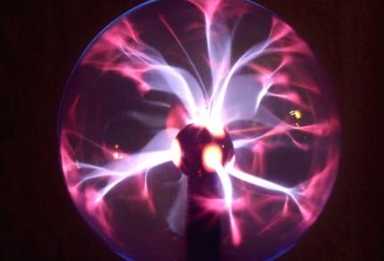 Светильник в виде плазменного шара