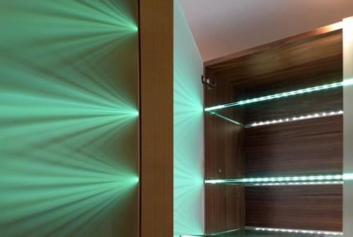 Вариант комбинированной подсветки полок