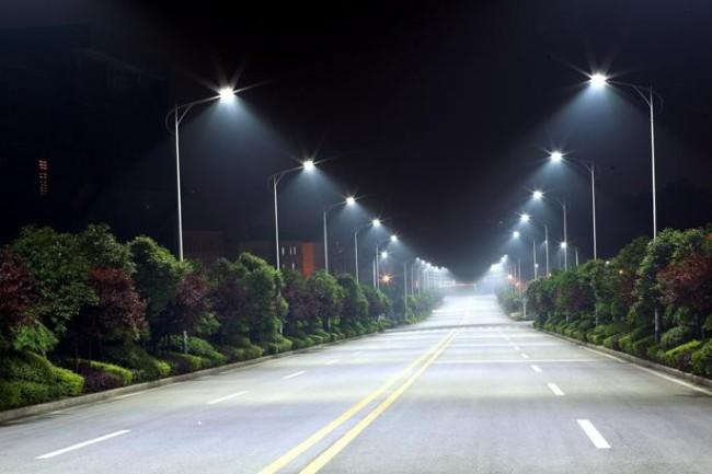 Ксеноновые фонари освещающие дорогу