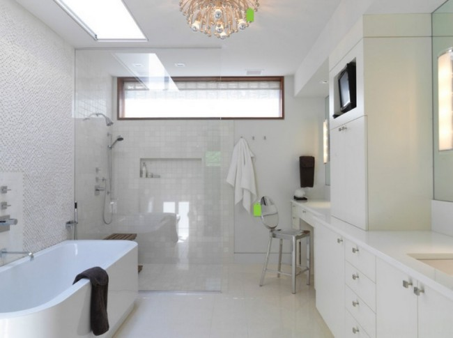 Применение светового панно для освещения над ванной