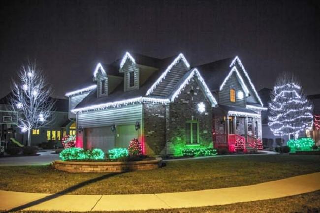 Внешнее праздничное освещение дома