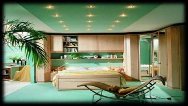 Комната с равномерным размещением светильников
