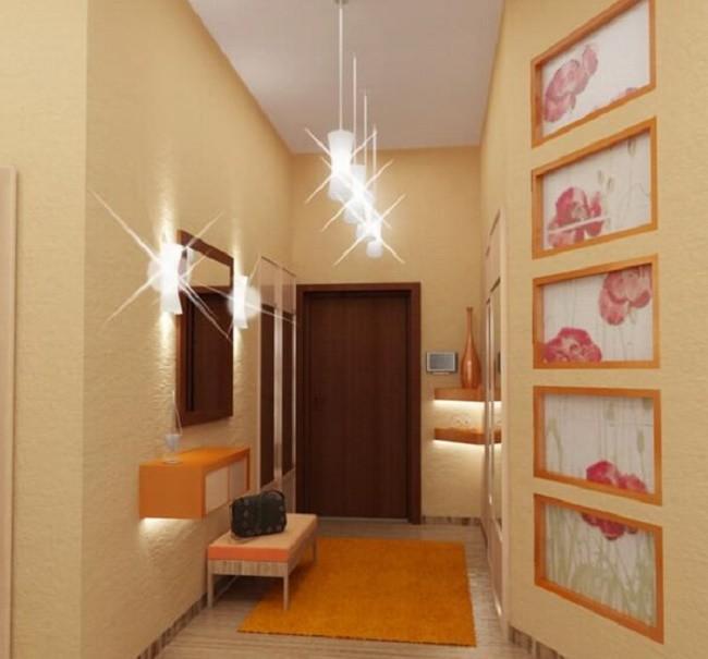 Коридор с потолочными светильниками