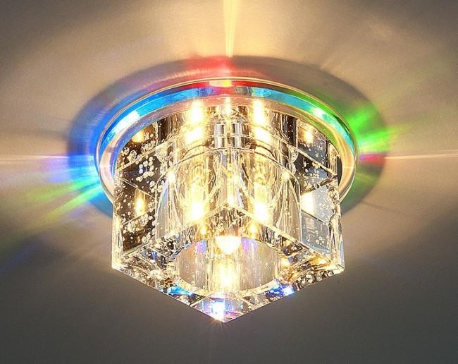Свечение встраиваемого светильника