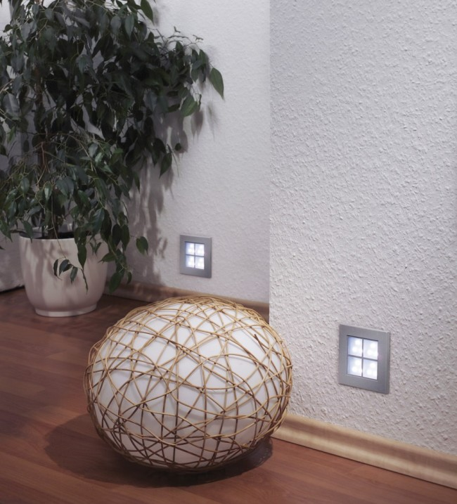 Квадратные встроенные в стену светильники