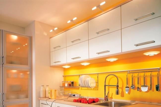 Светильники на кухонной мебели
