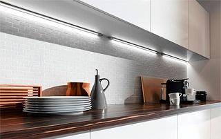 Подсветка светильниками на кухне
