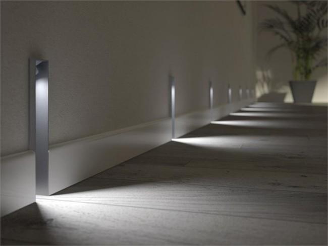Встроенные в стенах светильники