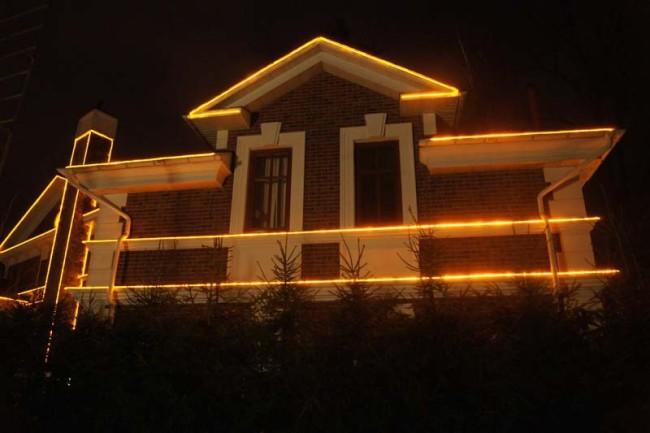 Дом с дюралайт подсветкой