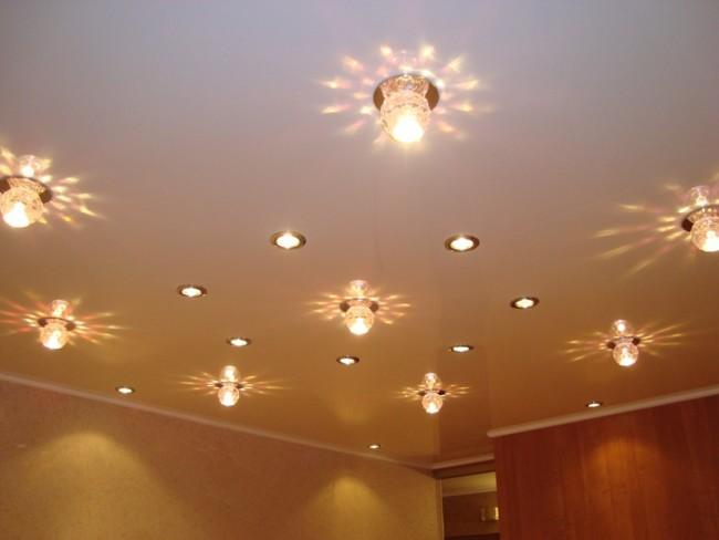 Встраиваемые точечные светильники на потолке