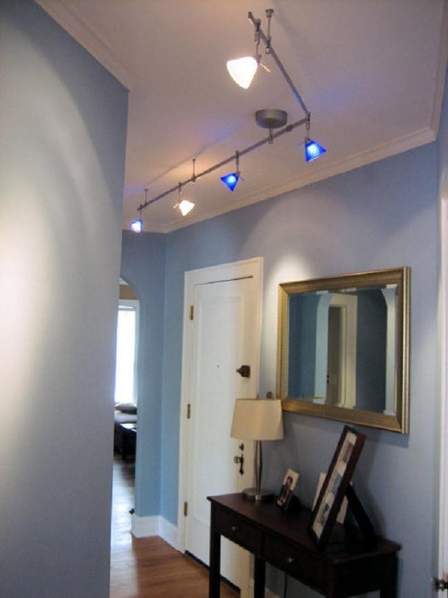 Спотовые светильники в коридоре